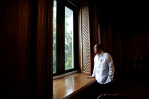 President Benigno S. Aquino III takes his last view of the Pasig River as seen from the Private Office in in Malacanang Wednesday, June 29, 2016. The President enjoys viewing the river full of migratory birds as he takes break from everyday task as president of the Philippines. The President will end his term of office Thursday, June 30, 2016. (Photo by Joseph Vidal /Malacanang Photo Bureau)