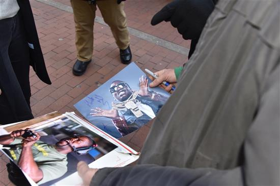 Z Fan hands Hart Meek Mill photo and he signs it Meek Mills (Large) (Custom)