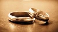 Photo of wedding rings.