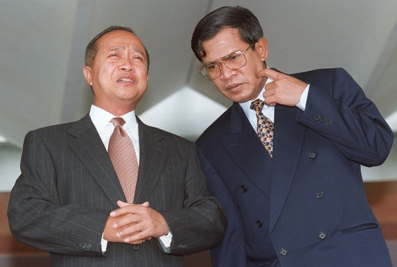 Co-Prime Ministers Prince Norodom Ranariddh (L) and Hun Sen (R) talk together on 21 June 1997 while waiting for the arrival of their Thai counterpart Chaowalit Yongchaiyudh. Emmanuel Dunand/AFP