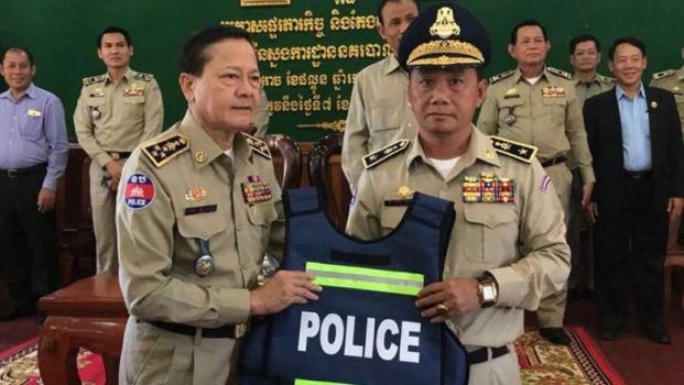 National Police Chief Neth Savoeun (left) instates Lao Sokha, the former Kandal deputy provincial police chief, in his new role as provincial police chief in Mondulkiri yesterday. Photo supplied
