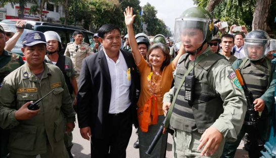 CNRP lawmakers-elect Mu Sochua (centre right) and Keo Phirom (centre left) are detained and escorted by military police last week in Phnom Penh