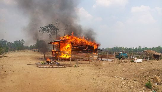 A Green Rubber company checkpoint burns in a Preah Vihear ELC on Monday after protesting villagers set it on fire. Photo supplied