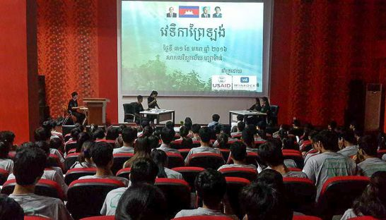 Youth participate in a debate yesterday during a Prey Lang forest community meeting in Phnom Penh. Photo supplied