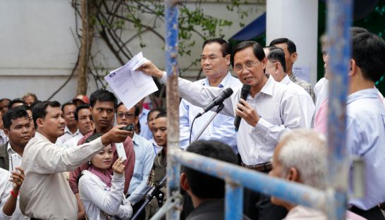 CNRP lawmaker Yim Sovann addresses supporters and the media yesterday morning at the party's headquarters in Phnom Penh.