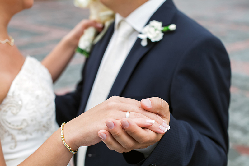 Start Marriage Off with These Tips to Help You Merge Finances