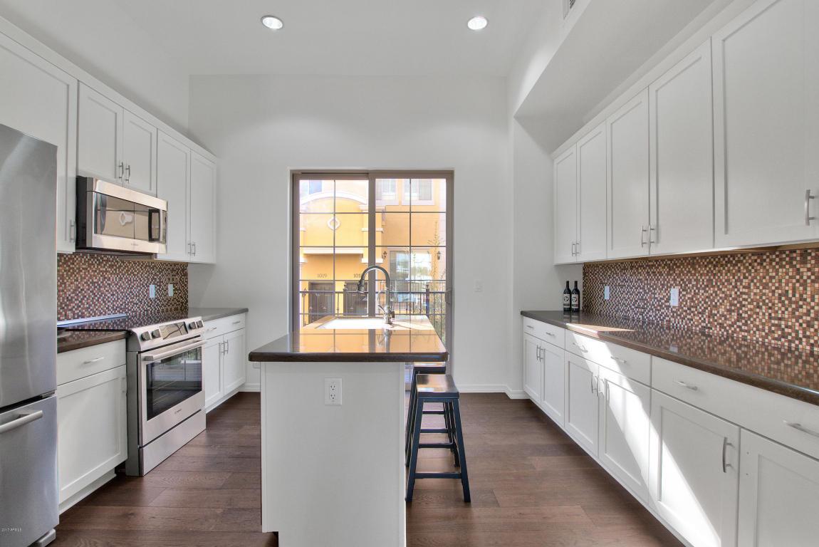 421 Kitchen 1