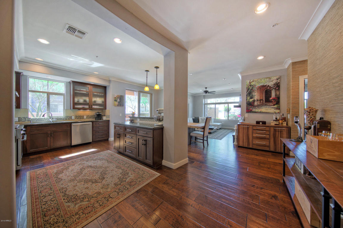 Living Area 1011