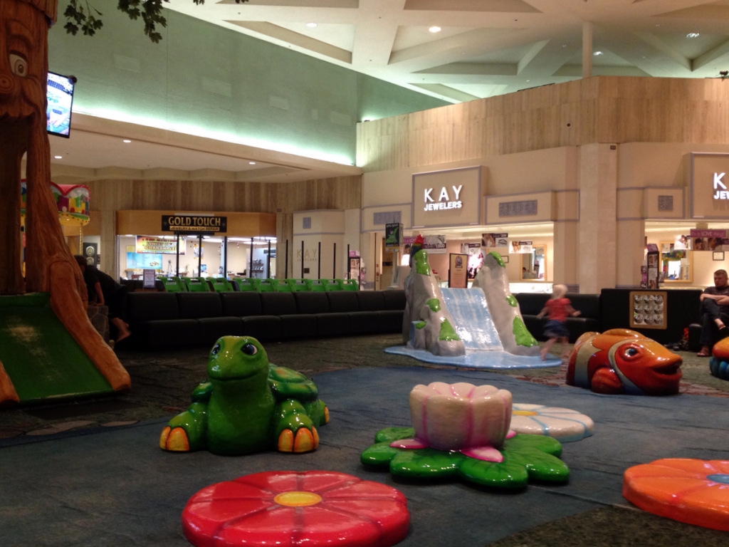 paradise-valley-mall-play-area