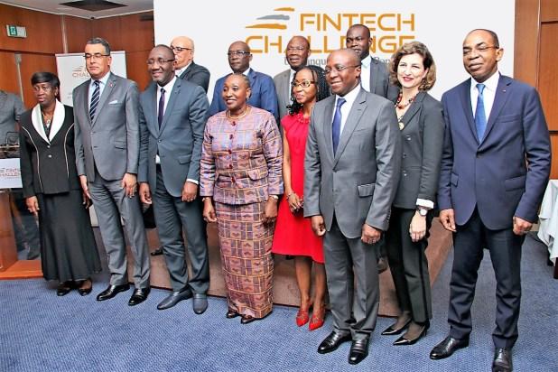 Fintech Challenge : Photo avec les officiels - lancement