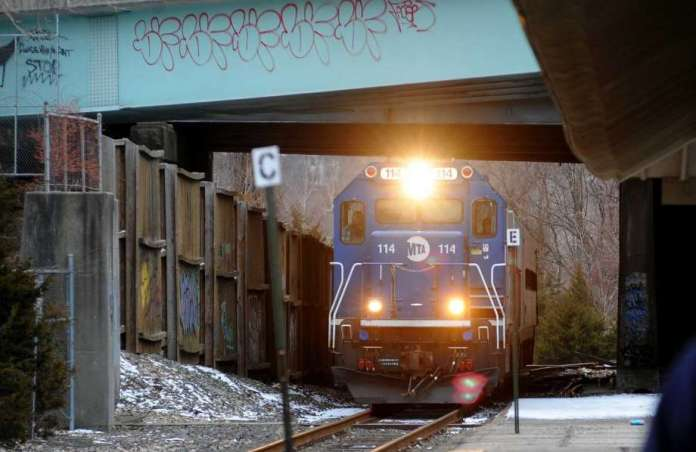 A Metro-North train pulls into the Derby/Shelton station. Photo: Christian Abraham / Hearst Connecticut Media / Connecticut Post