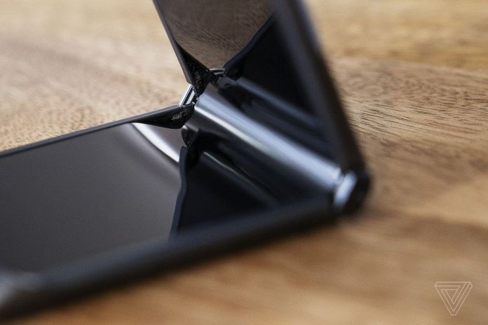 The hinge on the 2020 Razr is much improved while retaining the teardrop fold