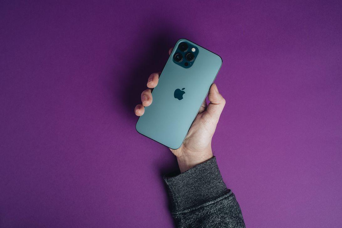 iphone-12-pro-max-product-promo-hoyle-2021
