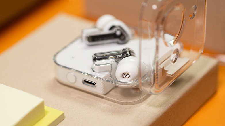 NextPit Nothing Ear 1 case usb