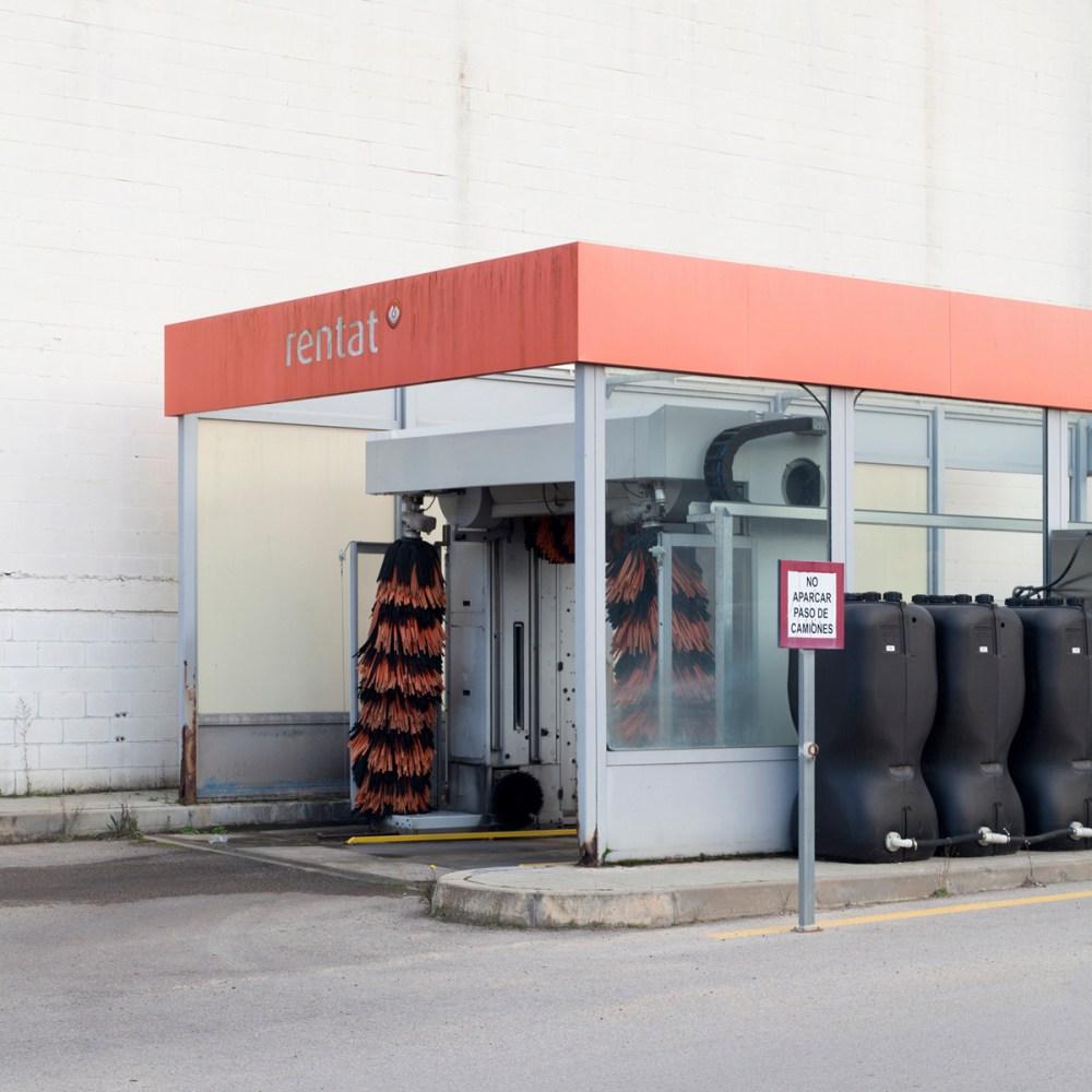 "© Marc Llach, Car wash from the series ""At Minimum"""