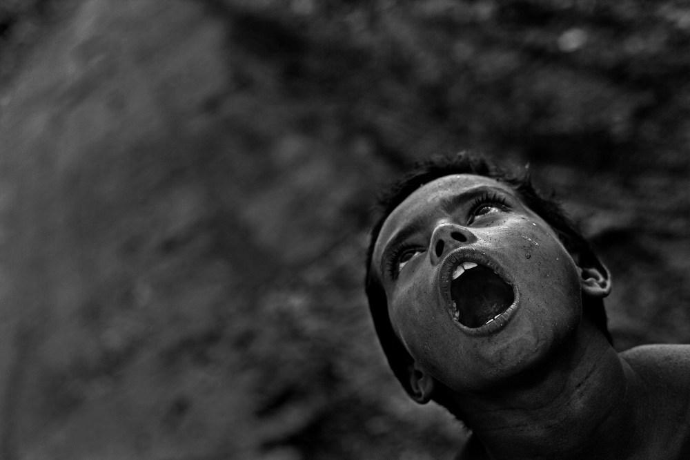"© Md Shahnewaz Khan from the series ""Fallen Stars""; A silent howl at garbage dump yard. Anandabazar dump yard, in Chittagong, Bangladesh, 2013"