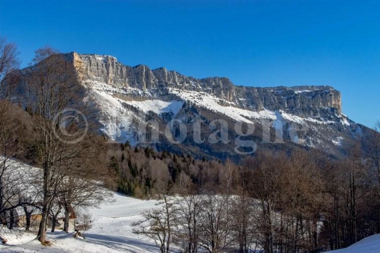Les falaises du mont Granier, sur le tour de la Chartreuse