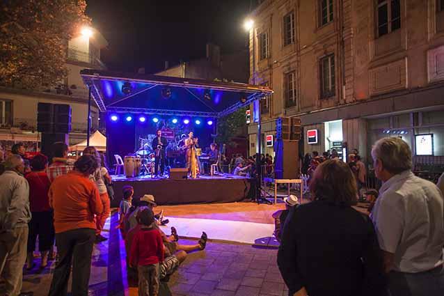 Le spectacle est dans la rue  © photo Patrick Clermont