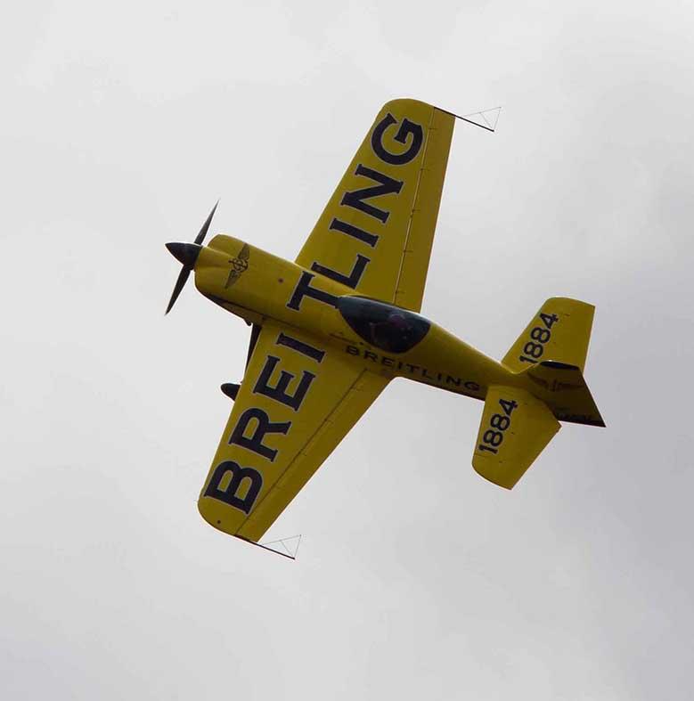 l'avion de voltige EXTRA 330 SC piloté par Kathel BRAGEOT©photo Patrick Clermont