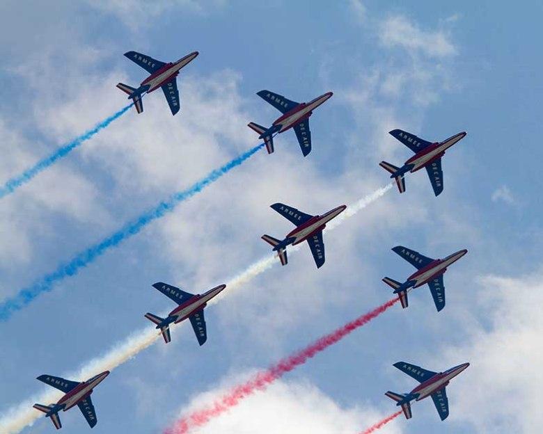 la Patrouille de France, Patrouille officielle de l'armée de l'air française est basée à Salon de Provence. Elle comprend 9 pilotes, qui volent sur alphajet et 35 mécaniciens.