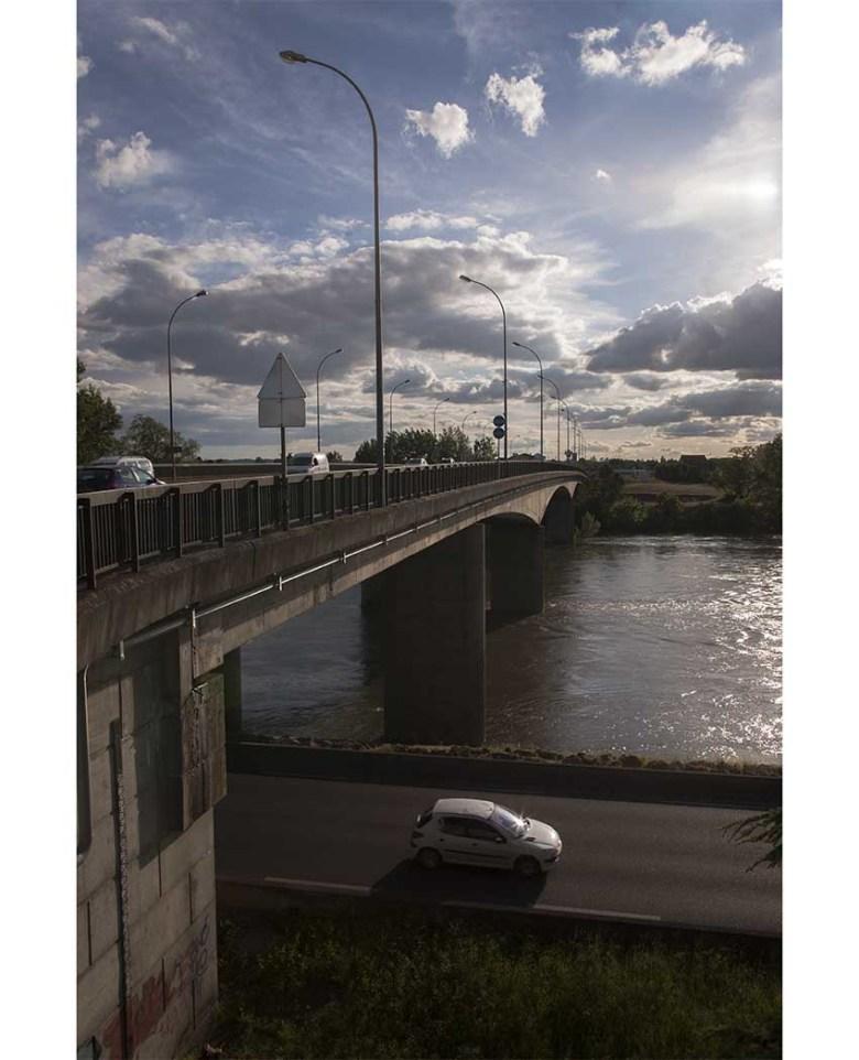 Pont de Pierre à Agen en 2015 avec la voie sur berges