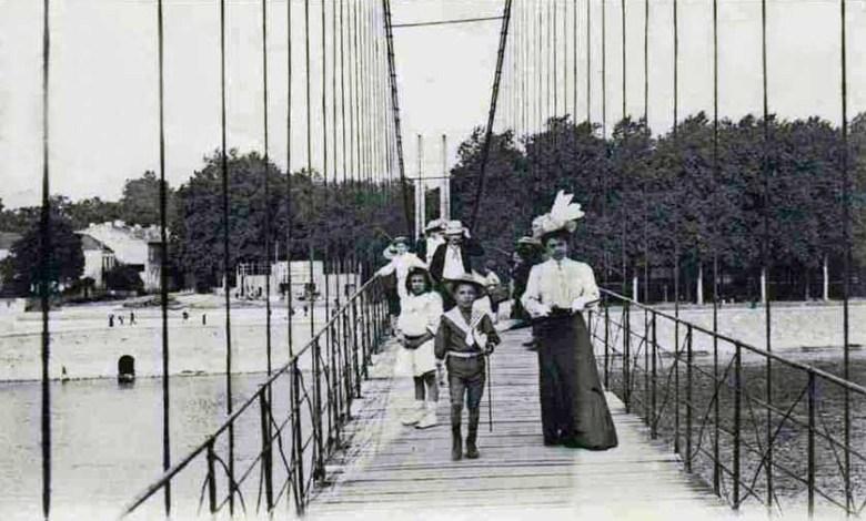 Sur la passerelle 1905