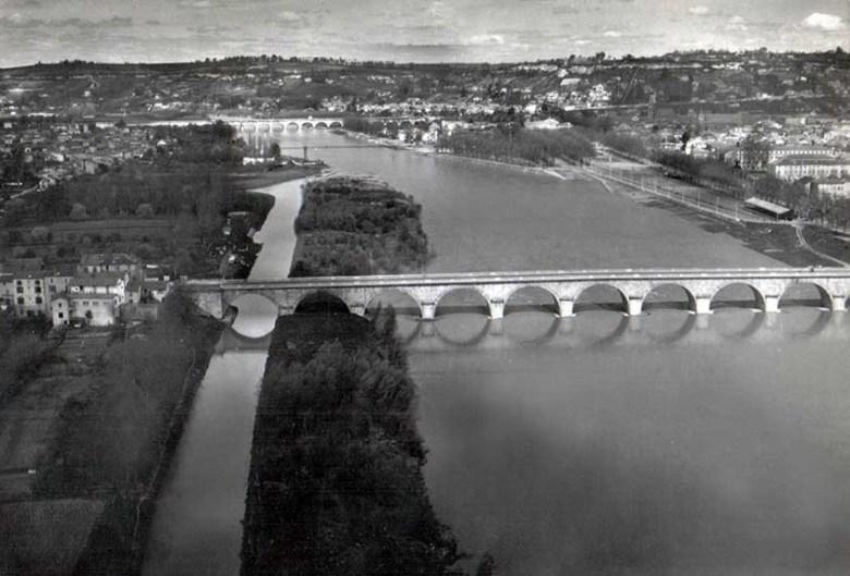 Pont de Pierre à Agen vue aerienne