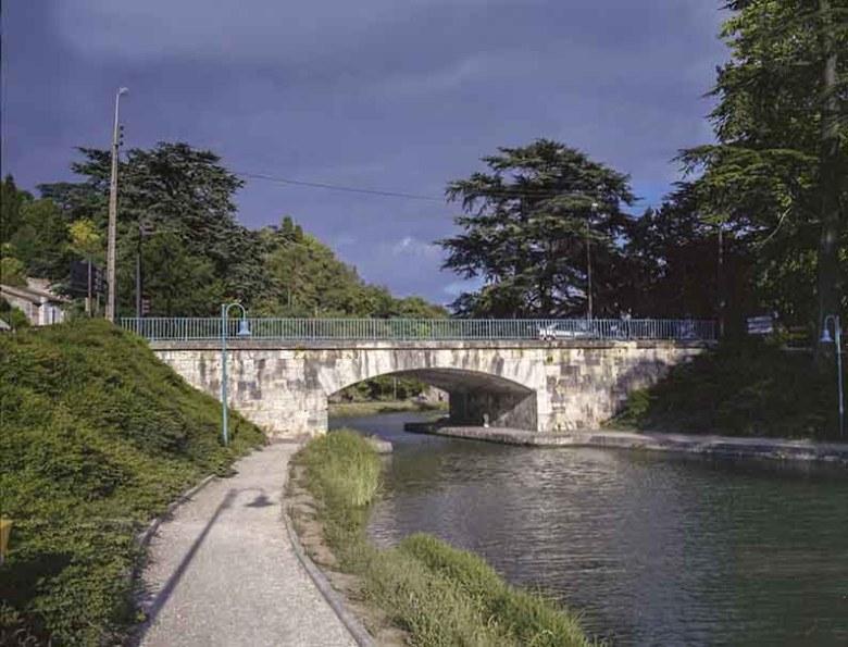 Pont Saint Georges sur le canal à Agen