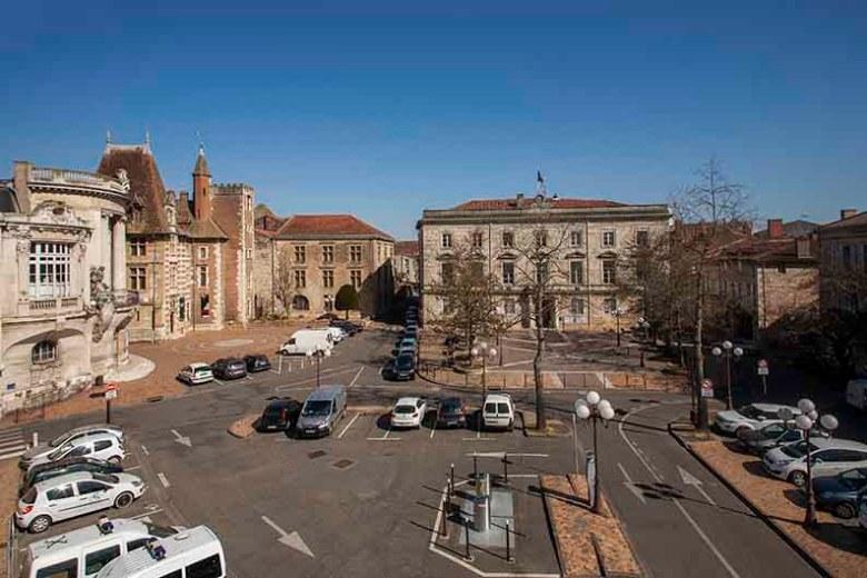La place-de-la-mairie-à Agen-en-2014