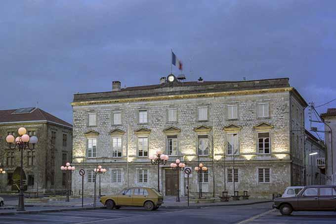 La Mairie d' Agen en 1983 après rénovation de la place de la Mairie