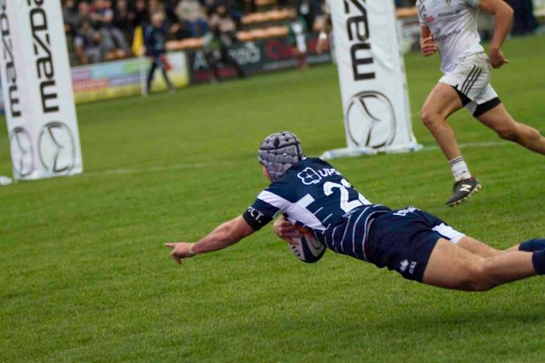 McIntyre pousse au pied Laporte suit et marque (suite)©photo Patrick Clermont