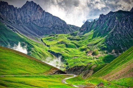 Le 21 juin est le jour du Solstice d'été. Cliquez sur la photo ci-dessus, prise dans les Alpes françaises (Col de la Paré vu depuis le col du Galibier), pour accéder à toutes les photos d'été