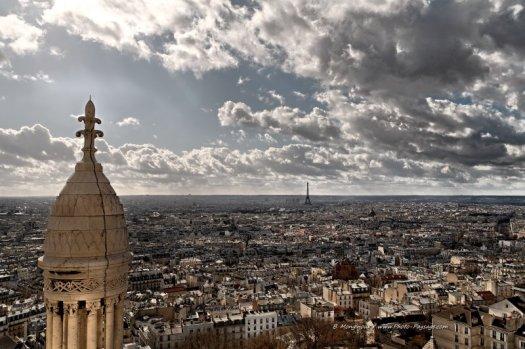 Les toits de Paris et la Tour Eiffel vus depuis la coupole du Sacré Coeur (Paris).