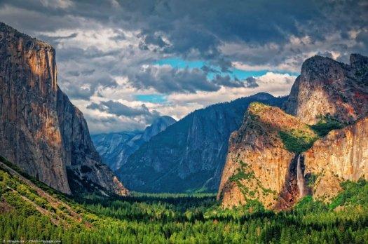 Une vue classique de la vallée de Yosemite, photographiée depuis Tunnel View.  Parc National de Yosemite, Californie, USA