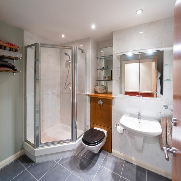 portlandgardens-showerroom1-11mm