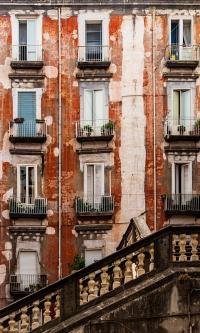 Treppe vorm Haus - PHOTOGALERIE WIESBADEN - im süden - fenster und türen