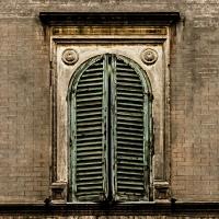 altes Fenster - PHOTOGALERIE WIESBADEN - im süden - fenster und türen