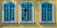 blaue Fensterlaeden - PHOTOGALERIE WIESBADEN - im süden - fenster und türen