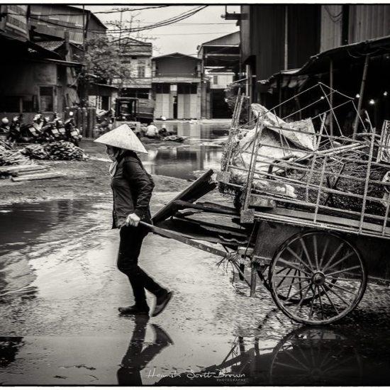 porter at Bac Ninh steel works Hanoi ©Hamish Scott-Brown