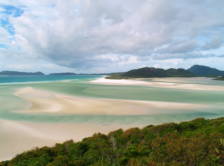 A paradise beach in Australia (Whitehaven beach, Whitsunday Islands)
