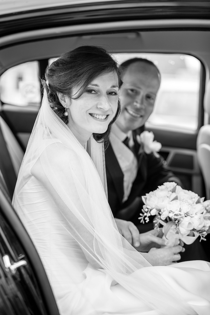 Photoneta-Wedding-in-car