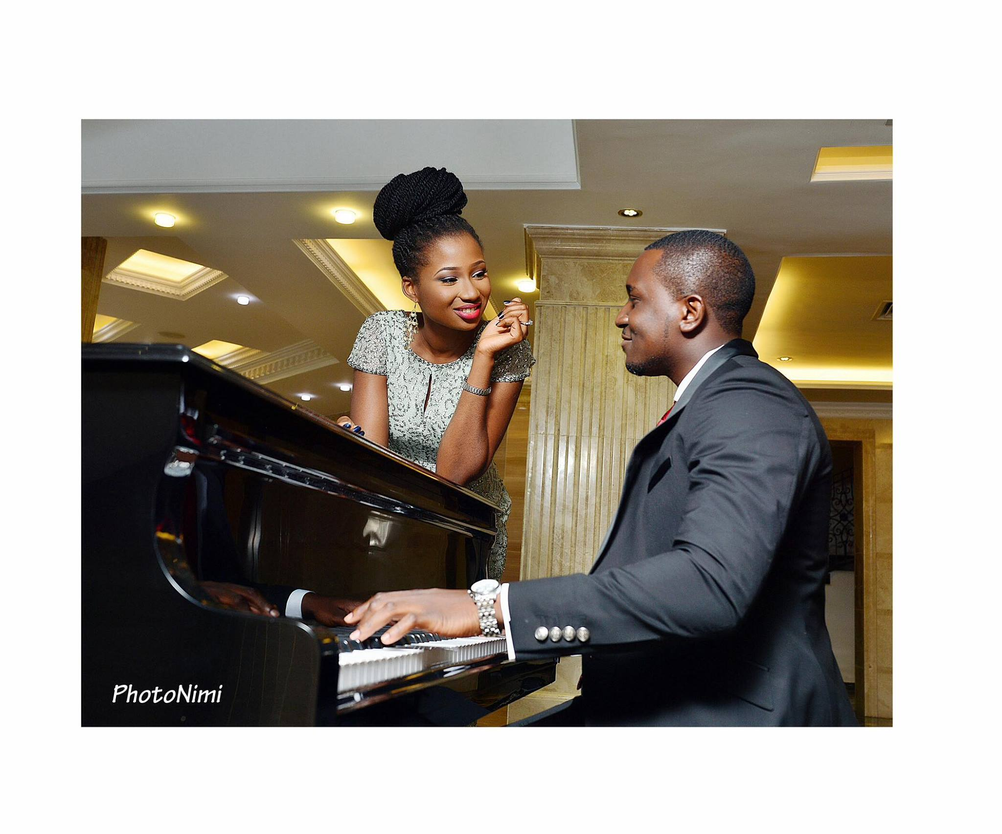 Jemi and Wale at the piano, photonimi, wedding
