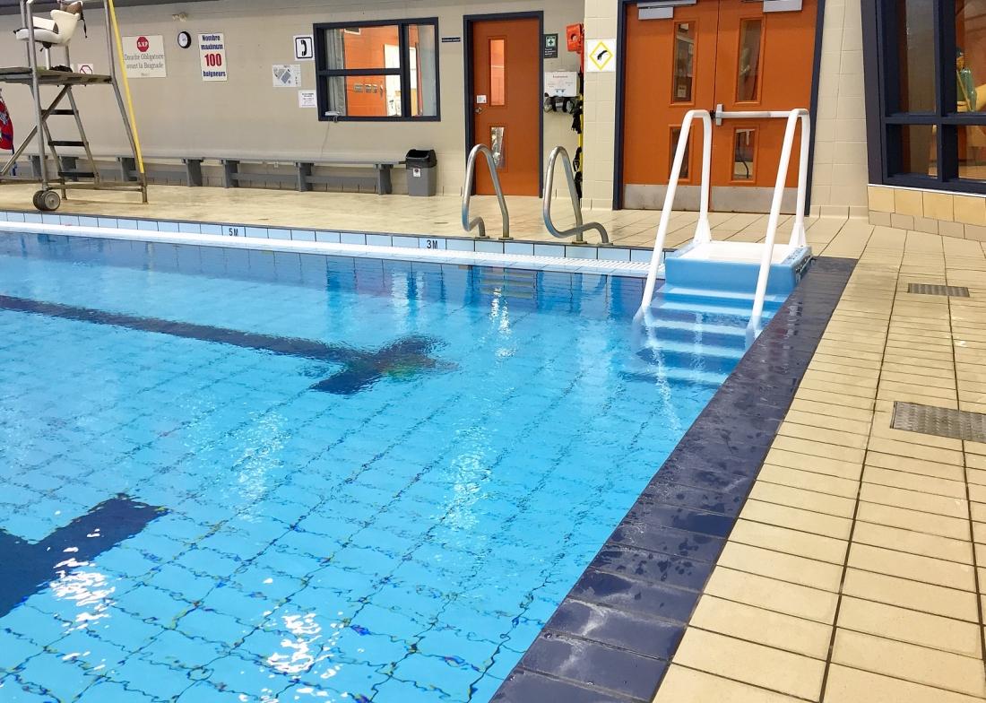 la piscine du complexe sportif encore plus accessible avec un escalier amovible photo pierre rochette