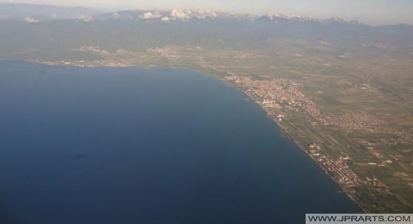 Luchtfoto Meer van Ohrid (Macedonië)