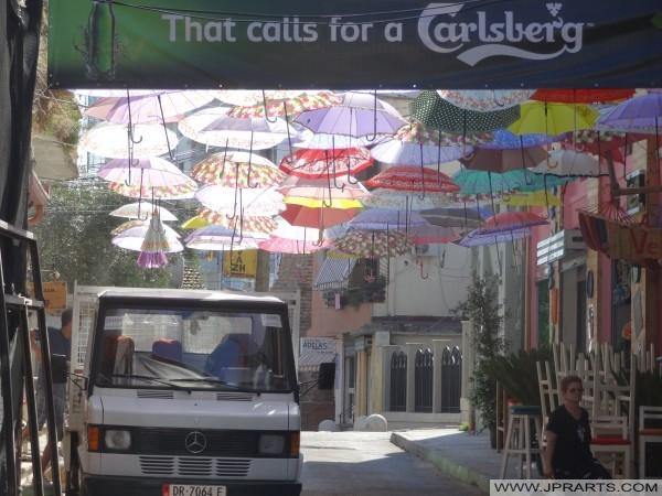 Durrës şemsiye sokak (Arnavutluk)