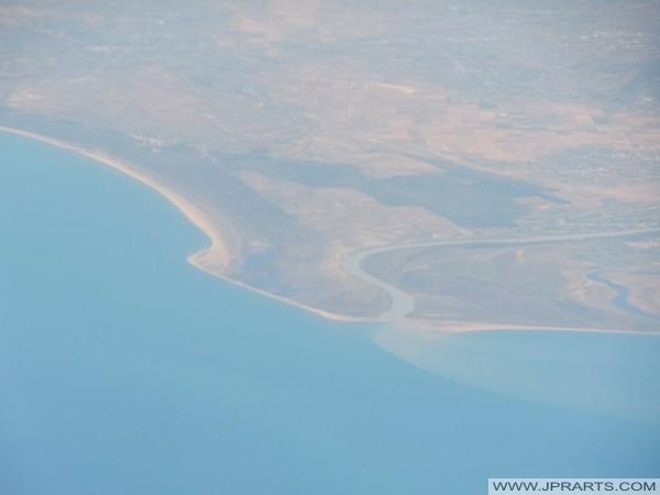Lumi Vjosa fiume sfocia nel Mar Adriatico (Albania)