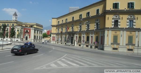 Regierungsgebäude Skanderbeg-Platz in Tirana (Albanien)