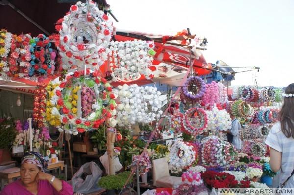 Taksim Meydanı'nda çiçek pazarı (İstanbul, Türkiye)