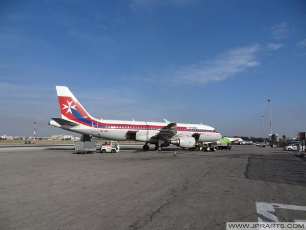 Ajruplani tal-Air Malta fl-Ajruport Internazzjonali ta 'Malta
