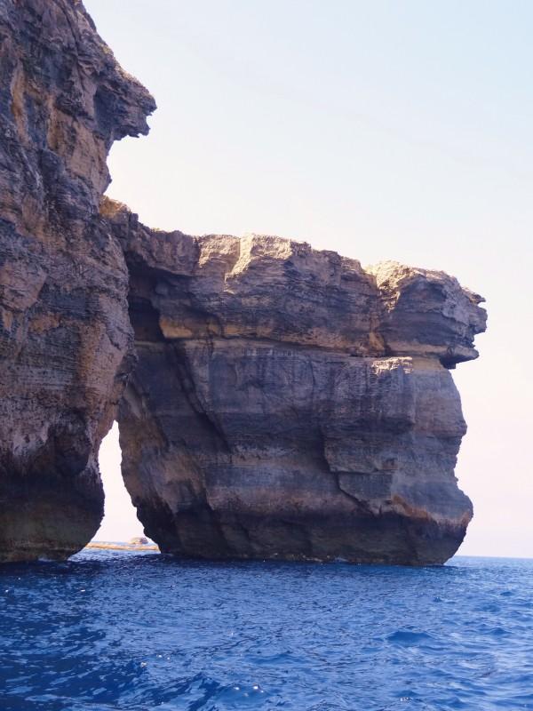 Cerca de la ventana azul en Dwerja (Gozo, Malta)